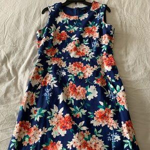 (NEVER WORN) NAVY FLORAL DRESS